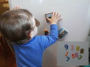 Activitati, jocuri, jucarii pentru bebelusi 10luni+10