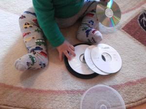 Activitati, jocuri, jucarii pentru bebelusi 10luni+9
