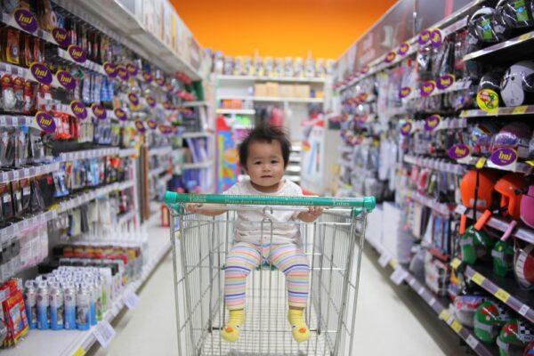 Cu copilul la cumparaturi: trucuri pentru a evita crizele de furie