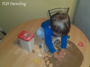 Activitati de viata practica pentru copii de 1-3 ani4