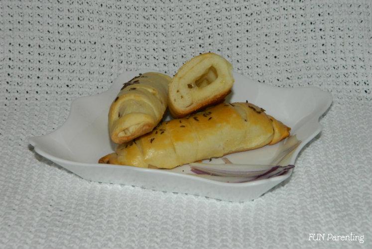 Cornuri sarate cu branza sau cascaval (1)