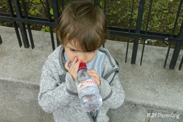 2.Cand hidratarea copilului este un stres, cauti solutii
