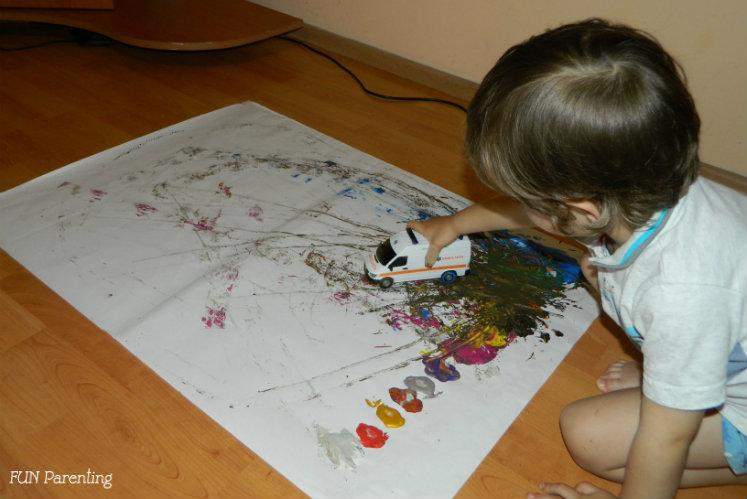 Artist plastic cu acuarele si masini