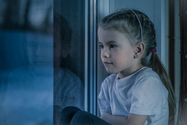 Cum poti ajuta un copil care trece prin perioada de doliu (3-6 ani)