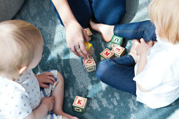 Cum sa ne jucam cu un bebelus (12-24 luni)