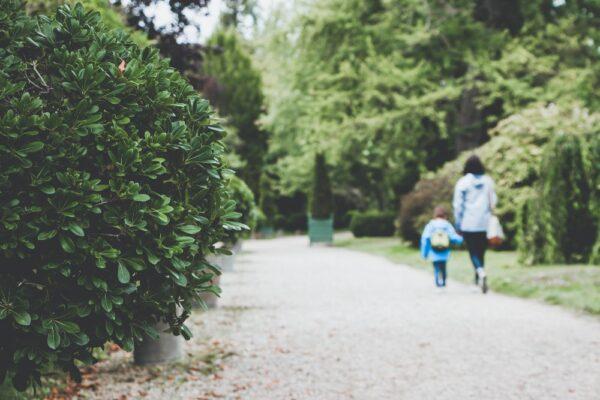 De ce copiii nu fac ce îi rugăm de prima dată când le spunem? Și ce putem face?