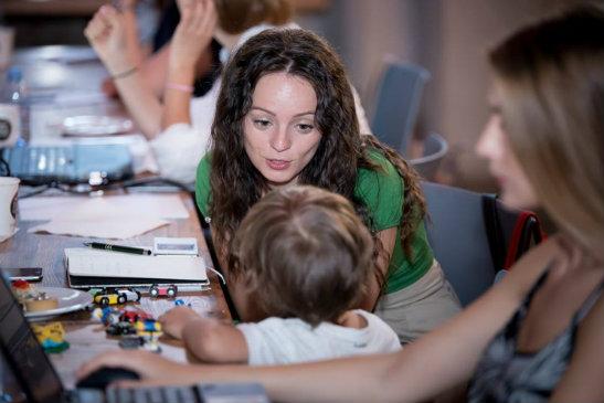 Copiii invata de la noi cum sa isi controleze comportamentul rezultat din emotii