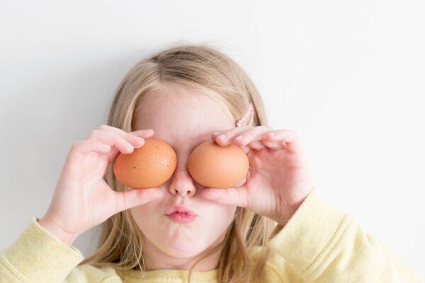 Cum să determini copilul să mănânce – fără stres, fără pedepse, fără recompense