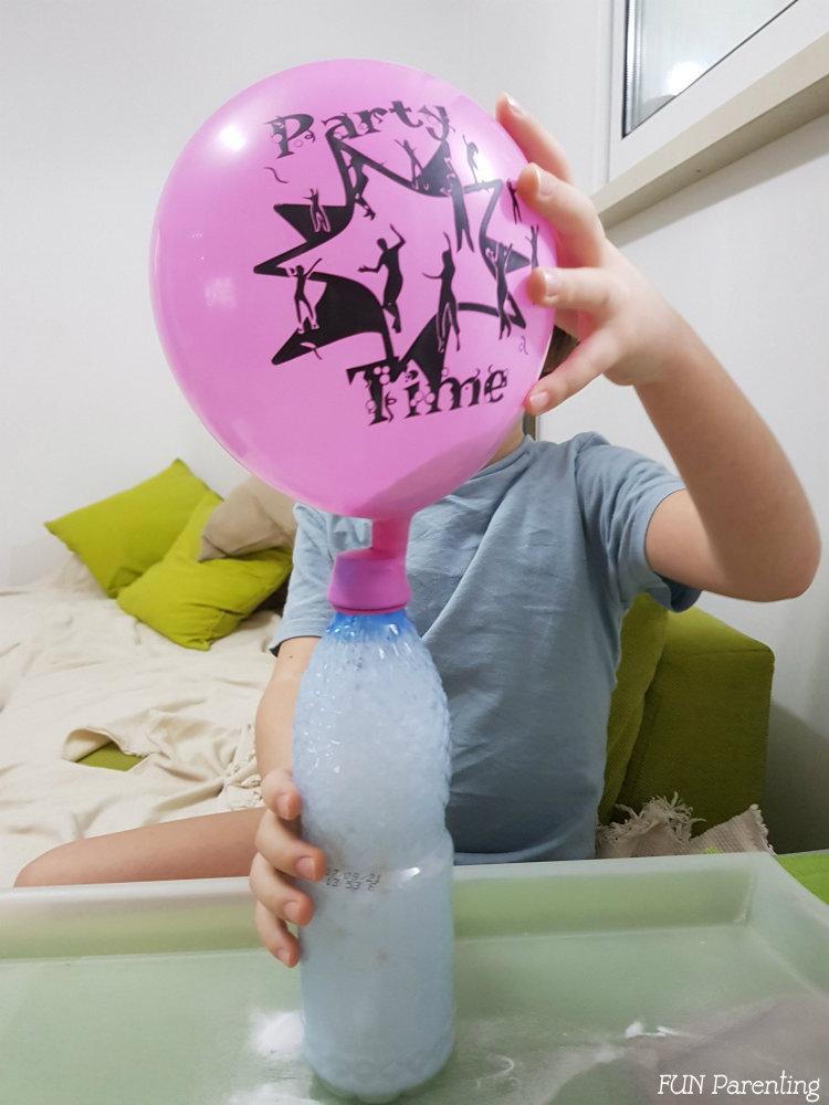 Experiment pentru copii cu baloane