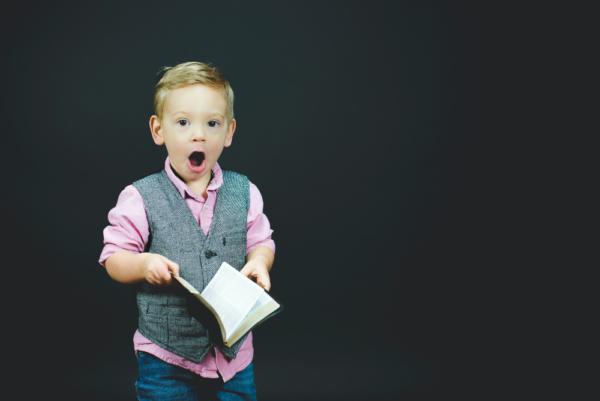 De ce este important să implicăm copiii în treburile casnice și de ce nu este în regulă să îi plătim