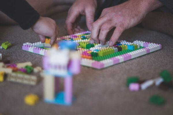 DIY Cursă cu obstacole din piese Lego