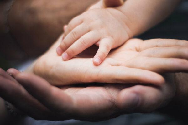Copiii au nevoie de medii sigure, din punct de vedere emoțional, pentru a se putea dezvolta sănătos